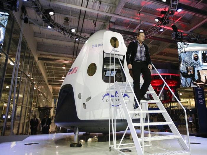 Ambisi Dahsyat Elon Musk: Tanam Komputer di Otak Sampai Jelajah Mars